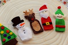 The other day I was thinking of ways to fill Abe's advent boxes and decided to design some felt finger puppets. His aunt knitted him a ...