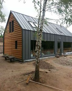 Cladding used for first and ground floor, uniting them as one element. House Cladding, Exterior Cladding, Facade House, Modern Barn House, Modern House Design, Metal Building Homes, Building A House, Building Materials, Modern Farmhouse Exterior