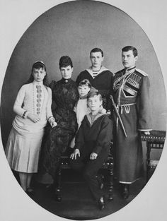 Empress Maria Feodorovna with her sons and daughters Xenia, George, Olga, Michael and Nicholas, the future Tsar of Russia. Maria Feodorovna, Tsar Nicolas, Tsar Nicholas Ii, La Familia Romanov, Czar Nicolau Ii, Christian Ix, Queen Victoria Prince Albert, Grand Duchess Olga, House Of Romanov
