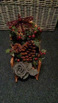 Kerststukje op een stoel