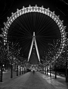 photo la nature et la cite de Londres-Paris carrousel noir et blanc nuit photographie lumieres