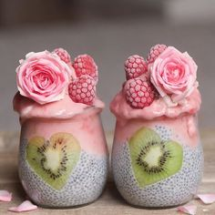 How incredibly pretty are these pink chia smoothie pots by amazing Samira @alphafoodie  Too pretty to eat??  #pink #smoothie #chia #foodphotography #foodstyling #yummycreatives