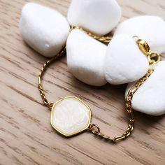 ❇️ᴘᴇᴀʀʟ sᴛᴏɴᴇ ʙʀᴀᴄᴇʟᴇᴛ  #charmme_gr #jewelrylover #fashionjewelry #braceletes #braceletoftheday #summerbracelets #goldplated #enamel… Summer Bracelets, Enamel, Fashion Jewelry, Bangles, Instagram, Bracelets, Vitreous Enamel, Trendy Fashion Jewelry, Enamels