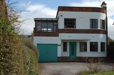 Three-bedroom 1930s art deco house in Wakefield, West Yorkshire