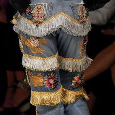 Dolce and Gabbana Spring Summer 2017 Milan Fashion Week Fashion Details, Look Fashion, Trendy Fashion, Spring Fashion, High Fashion, Fashion Show, Womens Fashion, Fashion Design, Classy Fashion