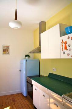 American Kitchen - Raymond Loewy American Kitchen Design, Raymond Loewy, Kitchen Confidential, Vintage Kitchen, Modern Design, Cabinet, Kitchen Inspiration, Storage, Kitchens