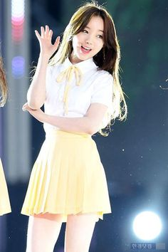 Kei; my favorite member of Lovelyz! Her voice is amazing!