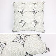 Capa de Almofada Círculos Branca 40 x 40 cm | A Loja do Gato Preto | #alojadogatopreto | #shoponline | referência 89467391