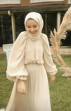 Modern Hijab Fashion, Muslim Women Fashion, Modest Fashion, Fashion Outfits, Moslem Fashion, Modele Hijab, Hijab Fashionista, Stylish Dress Designs, Pretty Dresses