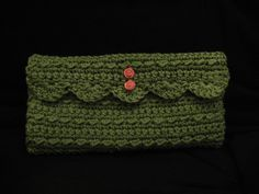 in different yarn would make a gorgeous evening clutch ... must make in silver, black, natural beige... cotton, bamboo ... inspired!