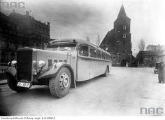 Otwarcie linii autobusowej Kraków-Katowice Wygląd zewnętrzny autobusu Leyland. Widoczny kościół Św. Krzyża na placu św. Ducha. Data wydarzenia: 1937-03 Miejsce: Kraków