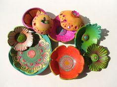 Fabi :With Your Hands Plain white bowls with zentangle doodles turn into this with some acrylic colours. LOVE IT!!