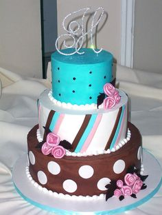 Very Pretty cake...i would have to try to pull off with icing though because i hate fondant...haha