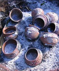 Maui Potter - Article - A step by step look at a pit-fire