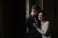 Romantyzm i nostalgia w jednym, czyli sesja ślubna w opuszczonym PAŁACU W KROWIARKACH - Pokadrowani.pl