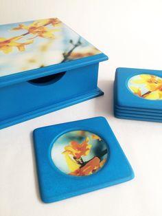 Servilletero y portavasos. #Resina Coasters, Decorative Boxes, Home Decor, Cup Holders, Napkin Holders, Resin, The Creation, Decoration Home, Room Decor