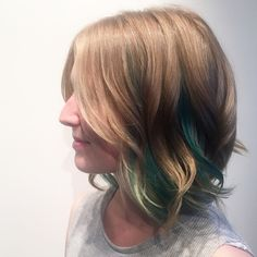 Emerald peek a boo front placement on long bob loving this look on this talented beauty !! If you ever need a space organizer extraordinar check out Kims new biz !! @kimberleyald #lovemyjob #greenhighlights #longbob