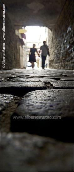 Couple on the cobblestone of Tallin Old Quarters, Estonia, Baltic Republics - © Alberto Mateo, Travel Photographer