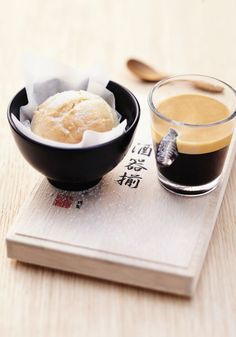 Perfect for impressing holiday house guests, this recipe for Melon Pan and Nespresso Vivalto Lungo is balanced in flavor and stylish in presentation! Espresso Coffee, Coffee Cafe, My Coffee, Coffee Drinks, Funny Coffee, But First Coffee, Melon Pan Recipe, Art Cafe, House Guests