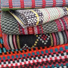 Åkler og veggteppe kampanje pågår på nettauksjonen og avsluttes i kveld. Her finnes et stort utvalg av lune og vakre tekstiler i alle farger og mønstre.  #åklær #tepper #veggtepper #textiles #vevdetepper #norway #norwegian #blomqvist #blomqvistnettauksjon #instadaily #pickoftheday