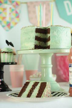 KakkuKatri: Minttusuklaakakku Vanilla Cake, Desserts, Food, Tailgate Desserts, Deserts, Essen, Postres, Meals, Dessert