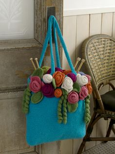 You can felt your wool crochet items to give them a whole new look! Here are 10 free felted crochet patterns to get you started. Crochet Tote, Crochet Purses, Knit Crochet, Tote Pattern, Knitted Bags, Felted Bags, Felted Wool, Crochet Accessories, Felt Crafts
