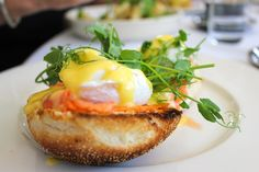 For a heavier meal, eggs benedict recipes are often served with roast potatoes or homemade fries, which are used to mop up the gloriously yummy runny egg Easy Eggs Benedict, Eggs Benedict Recipe, E Learning, Egg Recipes, Healthy Recipes, Yummy Recipes, Easy Hollandaise Sauce, Florentines Recipe, Perfect Poached Eggs