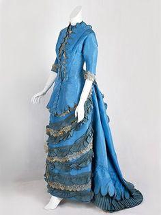Vestido de tafetán de bullicio , de 1870
