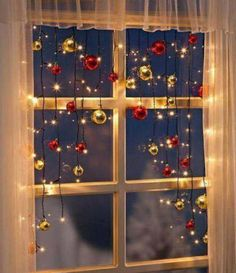 25 Fantastische Weihnachtsfenster-Dekor-Ideen 25 Fantastic Christmas Window Decor Ideas 25 Fantastic Christmas Window Decor Ideas Today, people have come up with many creative ways to decorate their h Noel Christmas, Christmas Projects, All Things Christmas, Christmas Ornaments, Christmas Tree Ideas, Fun Projects, Outdoor Christmas, Homemade Christmas, Christmas Christmas