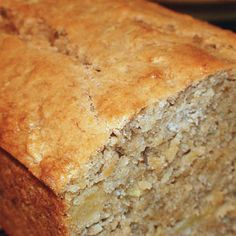 Tropical Pineapple Coconut Banana Bread Recipe ~ If you're looking for a very moist, dense cake with loads of bananas… this is your recipe. Add some extra tropical flavors like pineapple, cream of coconut and macadamia nuts and you'll be in heaven! Bon Dessert, Dessert Bread, Dessert Recipes, Drink Recipes, Pie Recipes, Think Food, Love Food, Fun Food, Coconut Banana Bread