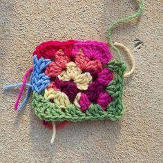 Transcendent Crochet a Solid Granny Square Ideas. Inconceivable Crochet a Solid Granny Square Ideas. Scrap Yarn Crochet, Crochet Mat, Crochet Gifts, Knitting Yarn, Filet Crochet, Irish Crochet, Easy Crochet Projects, Yarn Projects, Crochet Ideas