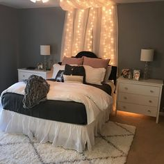 Awesome ideas to make your girls bedroom match their needs and dreams. Create a fun and stylish bedroom for young girls and teenagers with our inspiration. Small Room Bedroom, Cozy Bedroom, Room Decor Bedroom, Girls Bedroom, Master Bedroom, Bedroom Ideas For Small Rooms Women, Bedroom Furniture, Dorm Room, Gray Teen Bedrooms