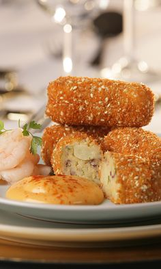 Prawn Croquettes - These are a fantastic for a snack or starter for dinner. The croquettes can also be made in batches and frozen for a later date! Fish Dishes, Seafood Dishes, Fish And Seafood, Main Dishes, Fish Recipes, Seafood Recipes, Cooking Recipes, Uk Recipes, Starters For Dinner