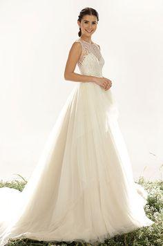Stunning tulle wedding dress by Veluz Reyes, 2015