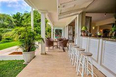 """Découvrez la Villa Jacaranda nichée sur les hauteurs de la #Trinité surplombant la baie de """"Cosmy"""". Exclusive Villas vous invite à une visite guidée d'un bien d'exception en #Martinique dans les #caraïbes. #locationvilla #chambreavecvue #sea #Trinité"""