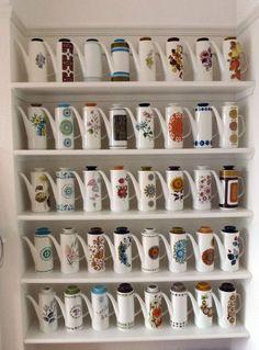 branda:  (vía my meakin coffee pot collection | house | Pinterest)