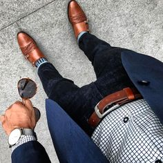 Mens Suits - The Top of the Mens Clothing Food Chain - Xavier Noboa - Anzug Sports Coat And Jeans, Stylish Men, Men Casual, Suit Fashion, Mens Fashion, Style Fashion, Brown Dress Shoes, Men With Street Style, School Looks