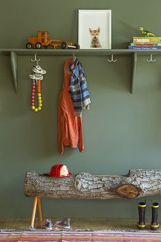 Sharp entry storage décor. Log bench is a brilliant idea! popuprepublic.com