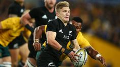 Damian McKenzie sets off on another testing run against Australia. All Blacks Rugby Team, Nz All Blacks, Rugby Players, The Fosters, The Past, Abs, Australia, Running, Awesome