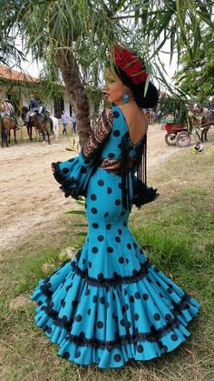 Flamenca African Fashion, Indian Fashion, Fashion Art, Fashion Beauty, Fashion Show, Flamenco Costume, Flamenco Dancers, Flamenco Dresses, Womens Fashion For Work