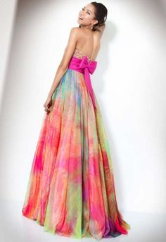 This is the type dress I want for prom!!