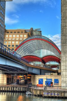 DLR, Canary Wharf, London : riding the tube is fun, i do not know if the DLR is the same?