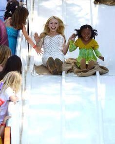 Peyton and ski Jackson Skai Jackson, Sofia Carson, Jessie Tv Show, Raven Queen Doll, Disney Female Characters, Baby Skiing, Peyton List, Peyton Roi, Emma Ross