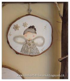 Angeli per il Natale realizzati su fette di legno di betulla, un regalo per le amiche del cuore da realizzare interamente a mano