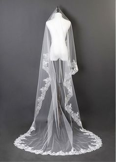 63bd9961d3 Beautiful Ivory Tulle Cathedral Wedding Veil With Lace Applique Edge