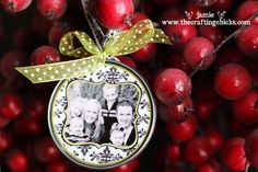 diy ornament - want to make one for our 1st christmas married, I'm a little behind for 2011.