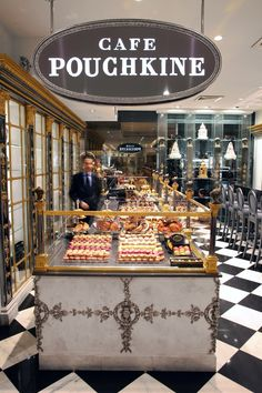 The famous Café Pouchkine, 64 Boulevard Haussmann, Paris VIII. Cafe Bar, Cafe Bistro, Restaurant Bar, Café Theatre, Photo Facebook, French Cafe, I Love Paris, Paris Paris, Lokal