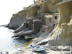 Vecchie case di pescatori - Pollara, Isola di Salina - Foto di Alessandro Krishna.