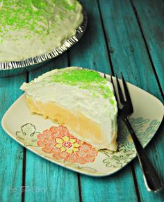 No Bake Dreamsicle Pie - a deliciously light orange flavor that's perfect for spring time parties! | The TipToe Fairy