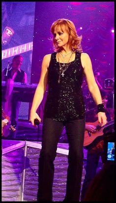 Kelly Clarkson & Reba McEntire at Alltell Arena in Little Rock, Arkanas on November 15, 2008.